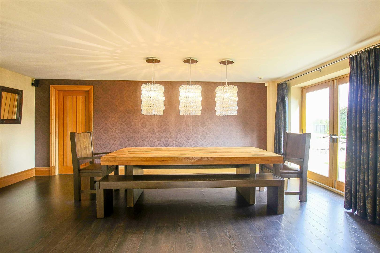 5 Bedroom Cottage For Sale - Image 14